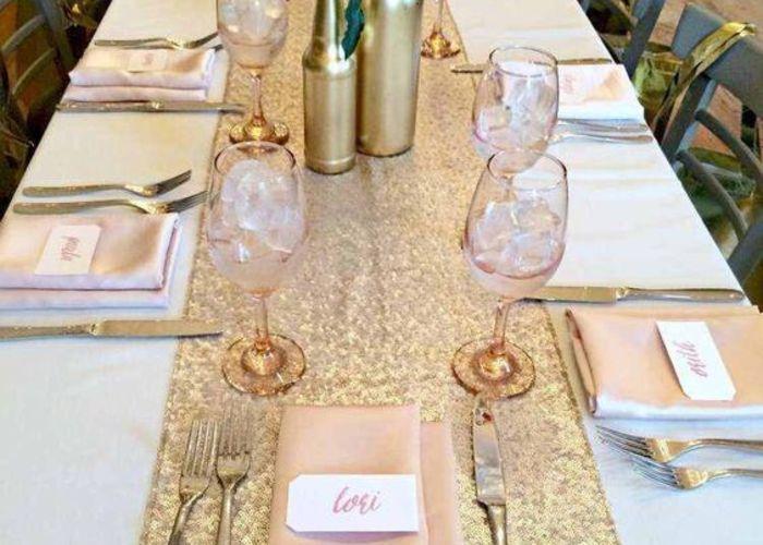 スパンコールのテーブルランナーがアメリカで流行色