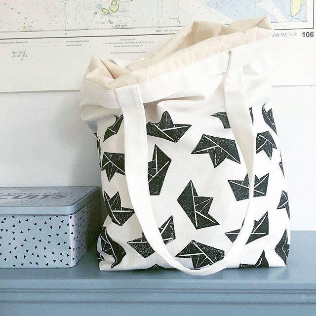 If you 💙 boats, I'm sure you'll 💜 this amazing totebag, origami boats..stamped on canvas from @your.tokek 💚 www.tokek.etsy.com  #rubberstamp #handcarvedstamp #textileprint #printonfabric #makersgonnamake #printmaking #linocut #nature #travels #origami #bags #handcrafted #instagood #rubberstamp #mondaymotivation #etsyshop #printmaking #supportlocal #supporthandmade #handmade #creativelifehappylife #mondaymorning #doitfortheprocess #handlettering #prints #illustration #get_imprinted…