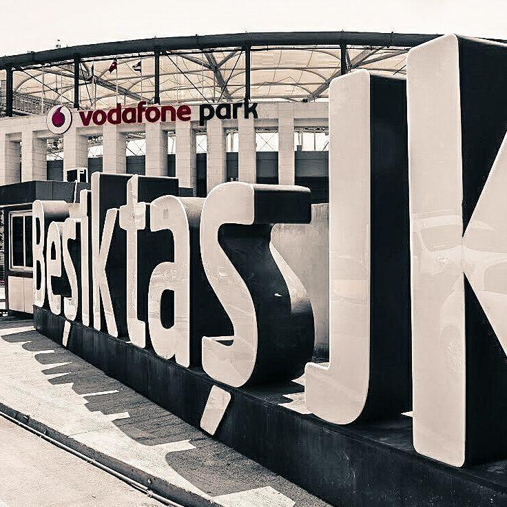 """682 Beğenme, 4 Yorum - Instagram'da Beşiktaş Photoshop (@besiktasphotoshops): """"2019 UEFA Süper Kupa finaline Dünyanın en güzel stadı Vodafone Park ev sahipliği yapacak.…"""""""