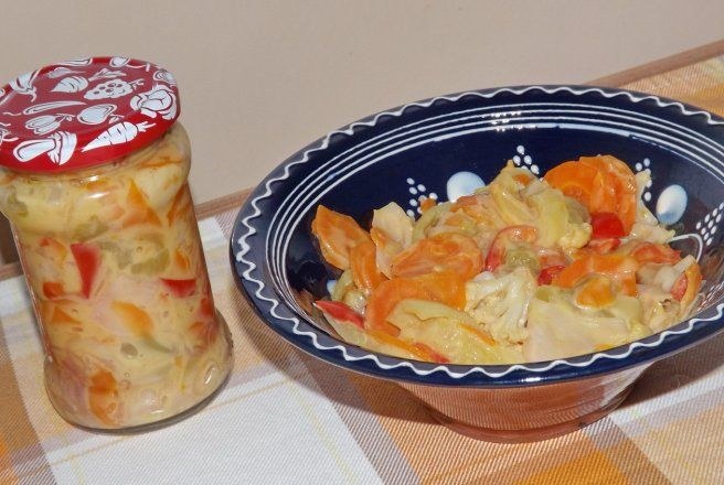 Retete Culinare - Salata de iarna cu sos de mustar