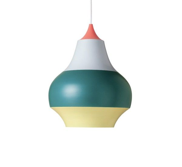 Cirque è una collezione di lampade a sospensione progettate da Clara von Zweigbergk per Louis Pulsen, realizzate in allumino. Cirque è una collezione dal design giocoso e simpatico, che rallegra e illumina ogni ambiente in cui viene inserita. Cirque è una collezione che si costituisce di tre modelli di diversa diametro, rispettivamente 15, 22, 38 cm; tutte e tre i modelli sono disponibili con la finitura superiore in giallo, rosso o rame.Sorgente Luminosa:Modello Ø 15 cm 1x25W E27;Modello Ø…