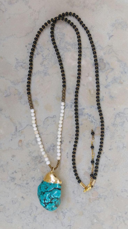 ~ Boho necklace ~ Halsband med hänge av turkos säljs av LL Smycken.