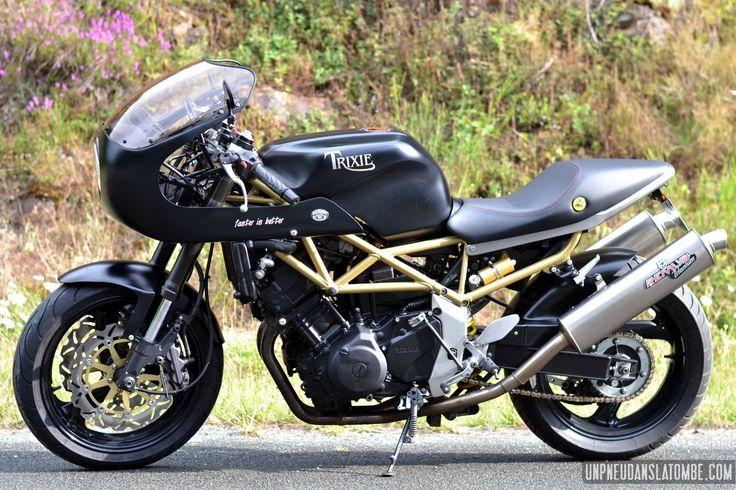 Dans le genre bonne base pour un cafra et qui ne coure pas les rues, la Yamaha 850 TRX se pose là. Un twin parallèle suffisamment coupleux et expressif, un cadre en treillis tubulaire léger et rigi...
