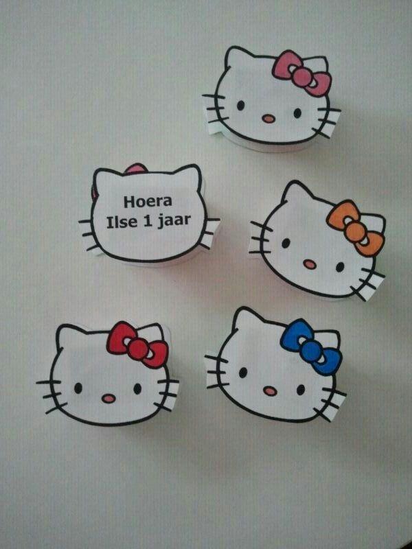 Uitdeel traktatie Hello Kitty, met doosje rozijntjes ertussen.