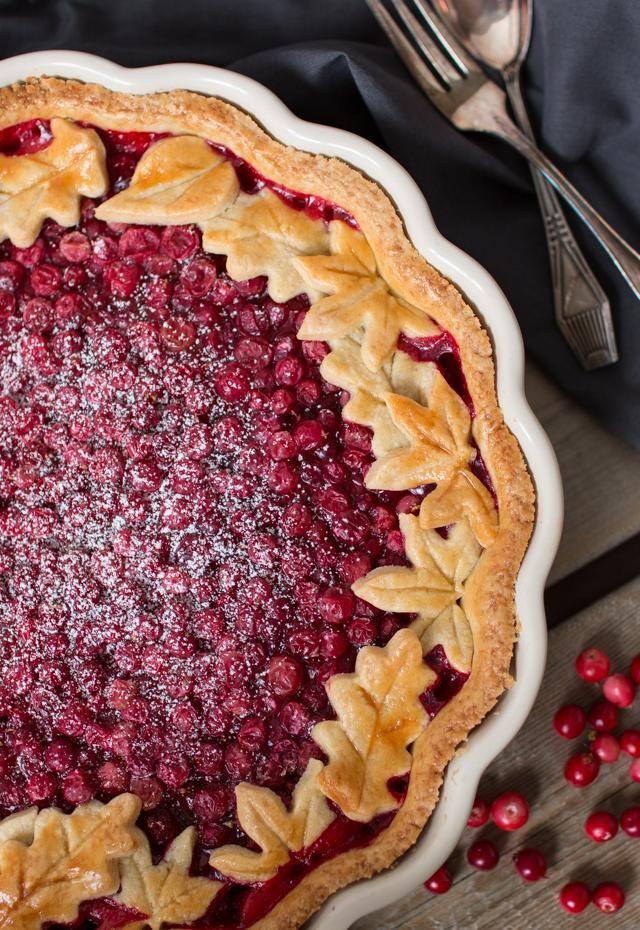 Puolukka-toffeepiirakka // Lingonberry & Caramel Pie Food & Style Emma Iivanainen, Painted By Cakes Photo Emma Iivanainen www.maku.fi