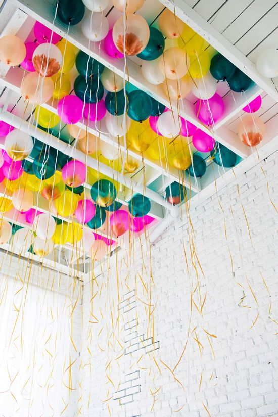 Ceiling balloons party pinterest helium balloons for Balloon decoration color combinations