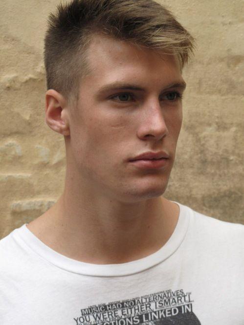 Corte de cabelo masculino estilo militar