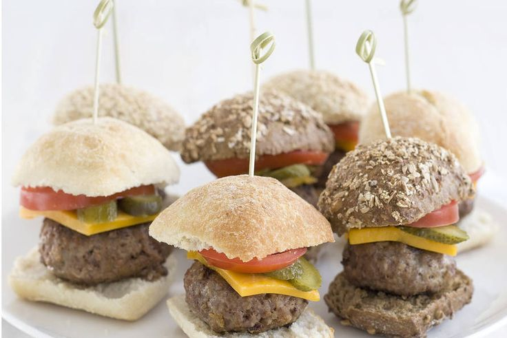 Kijk wat een lekker recept ik heb gevonden op Allerhande! Mini cheeseburgers met augurk