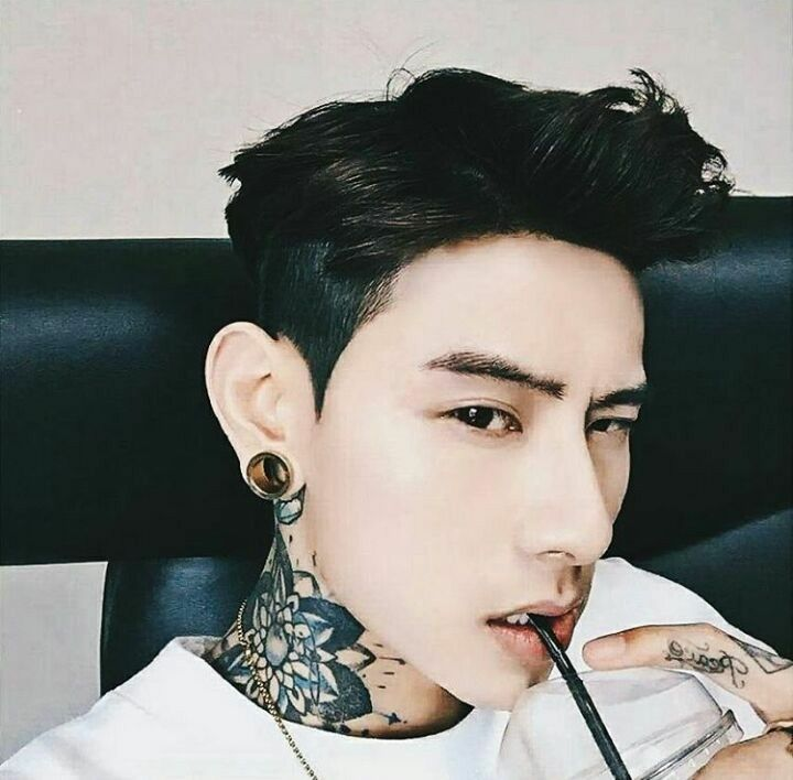 Pin By James Nguyễn On Ulzzang Korean Male Models Male Models Tattoo Cute Asian Guys