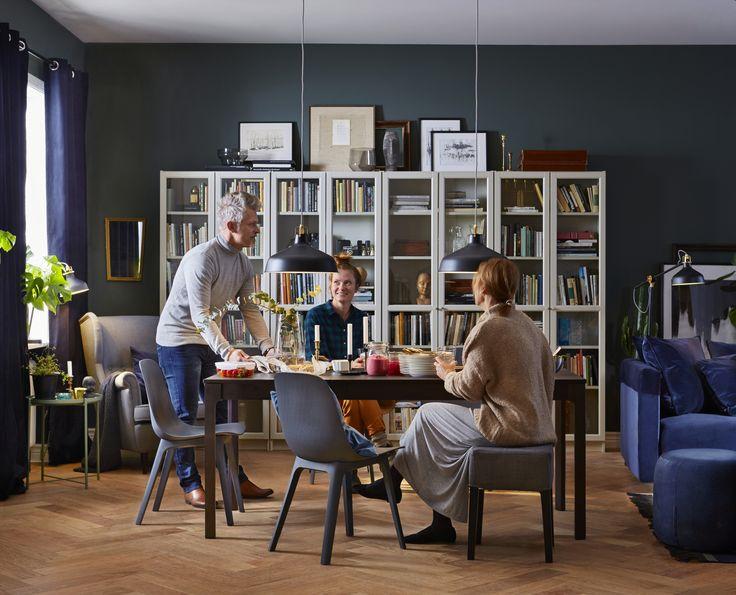 ODGER stoel | IKEAcatalogus nieuw 2018 IKEA IKEAnl IKEAnederland eetkamerstoel NILS kruk BJURSTA tafel eettafel uitschuifbaar OFANTLIGT bord eetkamer woonkamer