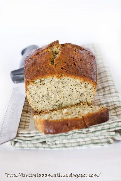 Il lemon poppy seed pound cake o cake al limone e semi di papavero è un dolce buonissimo e particolare da mangiare a colazione e a merenda