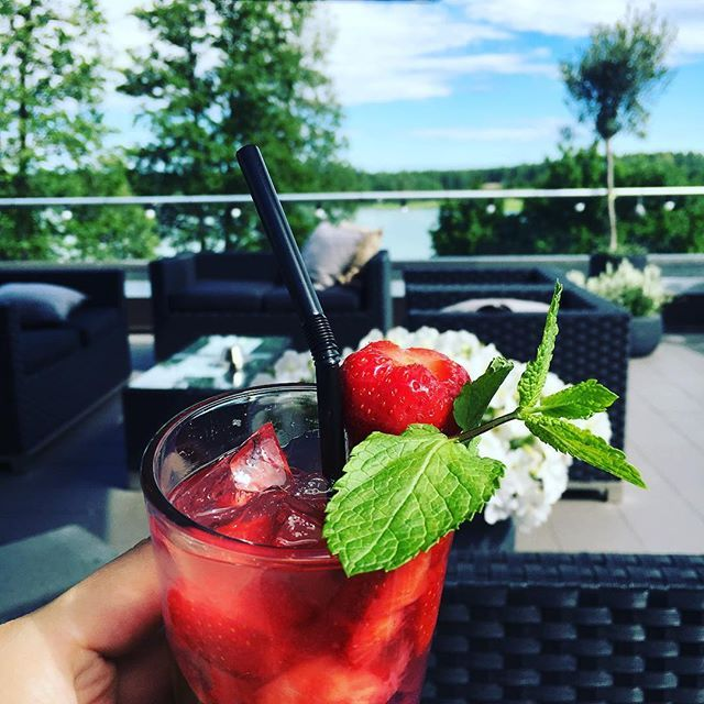 Jos sitä ny yhe mojiton loman kunniaks! #långhotsummer #långvikhotel #mojito #holiday #latautumassa #langvikhotel http://www.langvik.fi/