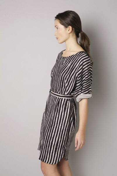 Perfect #dress: flowy fabric, vertical striping Always helps, excellent upper & lower proportioning, perfect sleeve length, nice neck line!