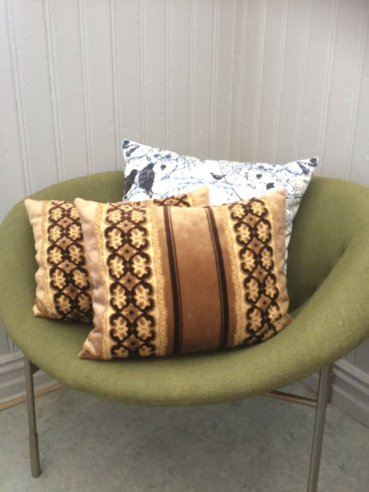 Pair of vintage glam decorative pillows/golden caramel and brown 1970s throw pillows/velvet/velour by WifinpoofVintage on Etsy