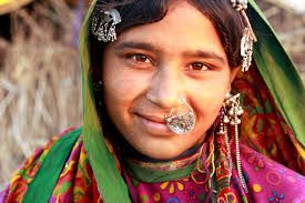 Resultado de imagen de caras mujeres sonrientes