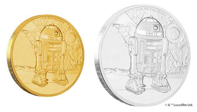 シリーズ7作目となる最新映画「スター・ウォーズ(TM)/フォースの覚醒」の公開に合わせて発行された「スター・ウォーズ(TM)」公式のコインコレクションに、R2-D2(TM)を描いた1オンス金貨、1/4オンス金貨、1オンス銀貨の3種が仲間入りしました。コイン裏面には、1977年公開の『スター・ウォーズ(TM) エピソードIV/新たなる希望』の名シーン、R2-D2(TM)がジャワの一団によって、ルーク・スカイウォーカーと彼の叔父のオーウェン・ラーズに売却されるシーンが描かれています。金貨・銀貨ともに、99.9%以上の高品位で鋳造されており、スター・ウォーズ(TM)のロゴとR2-D2(TM)の名前が刻まれたケースに収納。特に1オンス金貨の発行枚数はわずか500枚と、希少性も兼ね備えています。