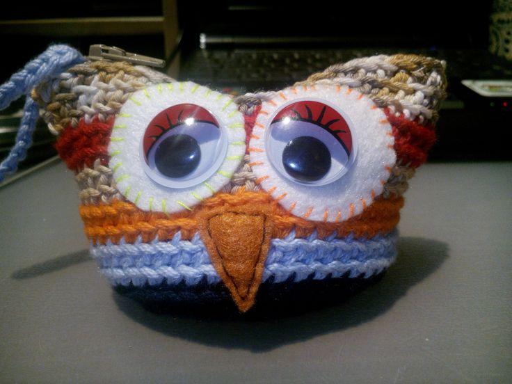 "Monedero de ganchillo. A partir del patrón ""Owl pouch"" de ChiWei Ranck, en Ravelry: www.ravelry.com/patterns/library/owl-pouch Patrón gratis. Free pattern. Crochet."