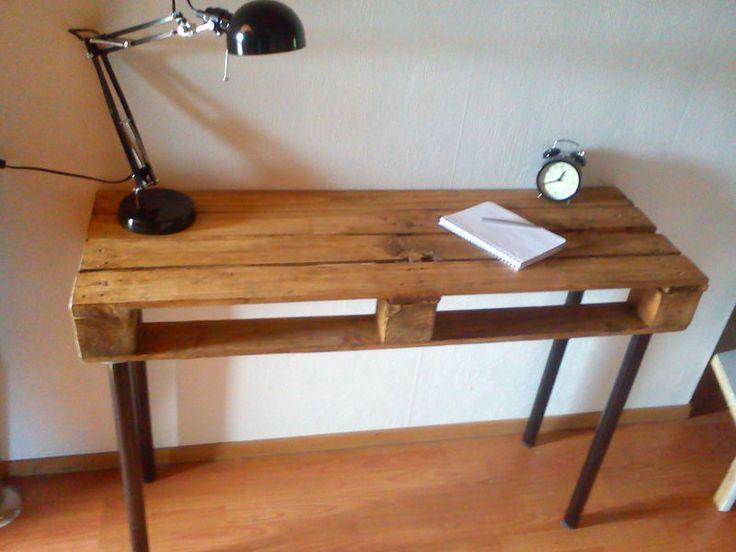 http://de.dawanda.com/product/65109491-Schreibtisch-aus-weitgereister-Industriepalette