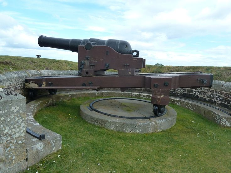 Fort George, Scotland -Photograph of the sole surviving 64 pounder 64 cwt Mk I rifled muzzle-loading gun, mounted on a replica carriage. At the Duke of Cumberland's bastion at Fort George, Inverness, Scotland.