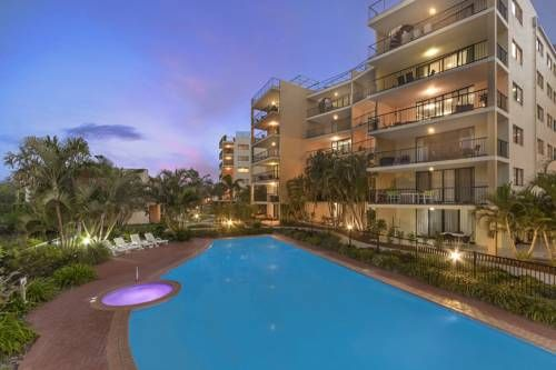 Marcoola Beach Resort Marcoola Beach Situated by the white sands of Marcoola Beach, this resort features a lagoon-style pool, full-size tennis court and an air-conditioned fitness room. Each spacious apartment has a full kitchen and a large private balcony.
