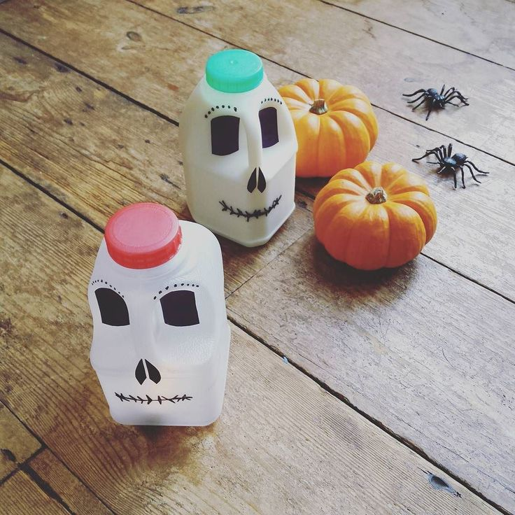 Recovering today after a mammoth day with @redtedart shooting Halloween videos at #YouTubeSpace in London  (link to my milk carton skulls in profile  not sure if that's a pumpkin or an orange emoji but let's just go with it....) Followed by a fab evening #L4L @bloodwise with the K Dog Daniel Kitson and lovely friends   Head says too much gin but making banana loaf with 11yo whilst playing a yukele (him not me) so you can imagine the pain.... big love for a Saturday all x…