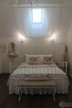 Спальня девушки, декор спальни прованс, кованая кровать фото