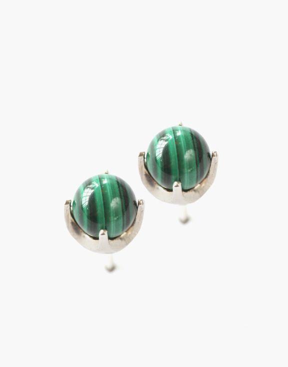 Boucles d'oreilles planétaires malachite Atelier L.A.F 85.00 $  Ces magnifiques boucles d'oreilles en malachite sont d'un vert profond, apaisant et tonifiant.  Dimensions: 5 mm x  5 mm x 7 mm  Argent sterling et malachite  Les bijoux sont conçus et créés à Montréal, Canada.