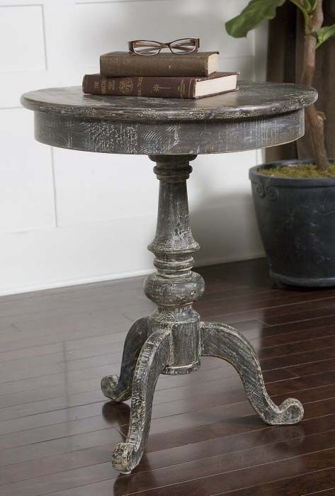 24 In Gray Round Accent Table