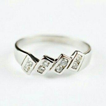 #Sortija de #oro blanco con #diamantes talla brillante    Talla sortija 18 (ES)   Puja y gana la #subasta para conseguirla en nuestra web www.subastasregents.com