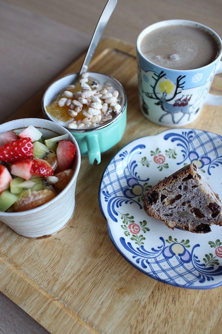 breakfast on Thu. 12 Feb. 2015: yogurt with apple & Amanatsu jam & puff grain reveals, bread with dry fruits & nuts, café au lait ☞ today's fruits: apple, Dékopon & Tankan mandarines, kiwi, strawberry