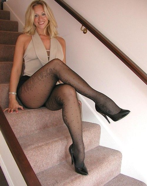 nylons-pantyhose-sex-stories-crossed-legs