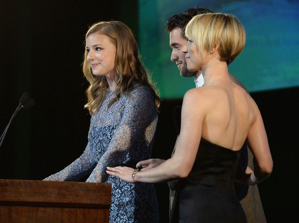 Karine Vanasse Photos: 24th Annual Environmental Media Awards Presented By Toyota And Lexus - Inside