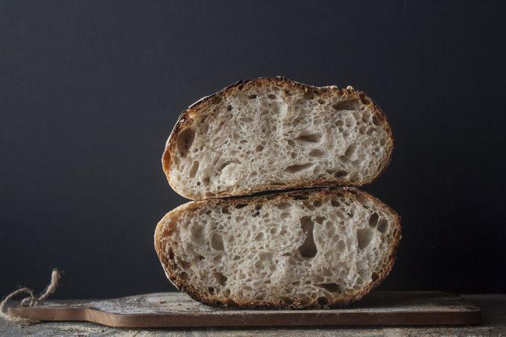 I helgen som gick var det äntligen dags för mig att ta steget och testa baka surdegsbröd. Visst kan man läsa på olika recept men ska man bli bra på att baka surdeg och lyckas med det då är det bara…