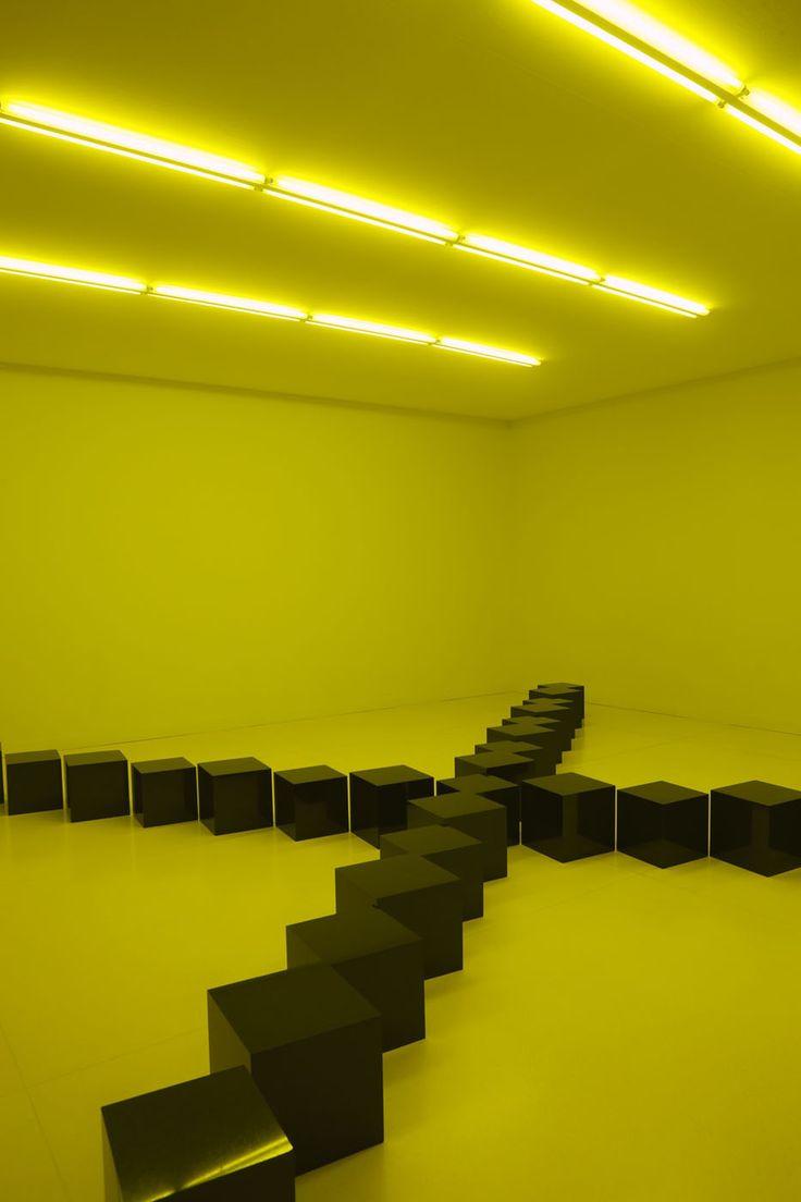Bruce Nauman, Black Stones under Yelow Light. Black Marble.