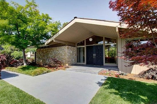 1960s three bedroom midcentury modern property in Sacramento