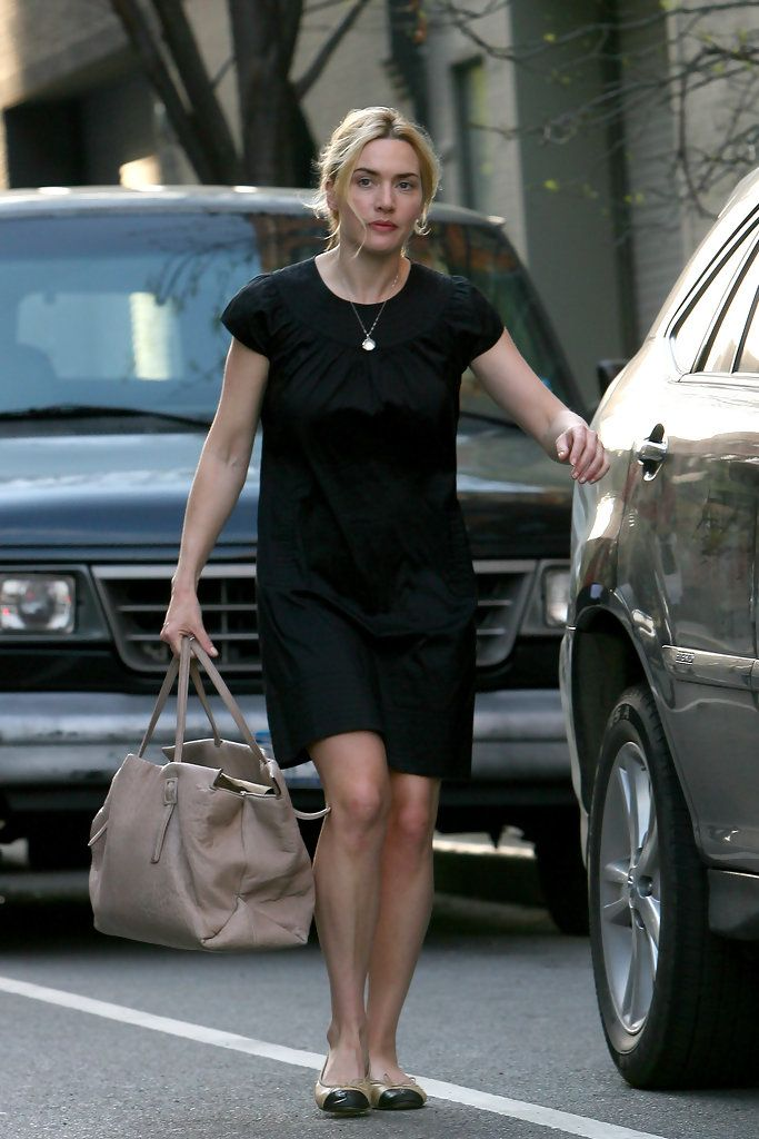 Kate Winslet Photos Photos Kate Winslet And Sam Mendes Walk The Kids To School In 2020 Kate Winslet Casual Celebrity Street Style