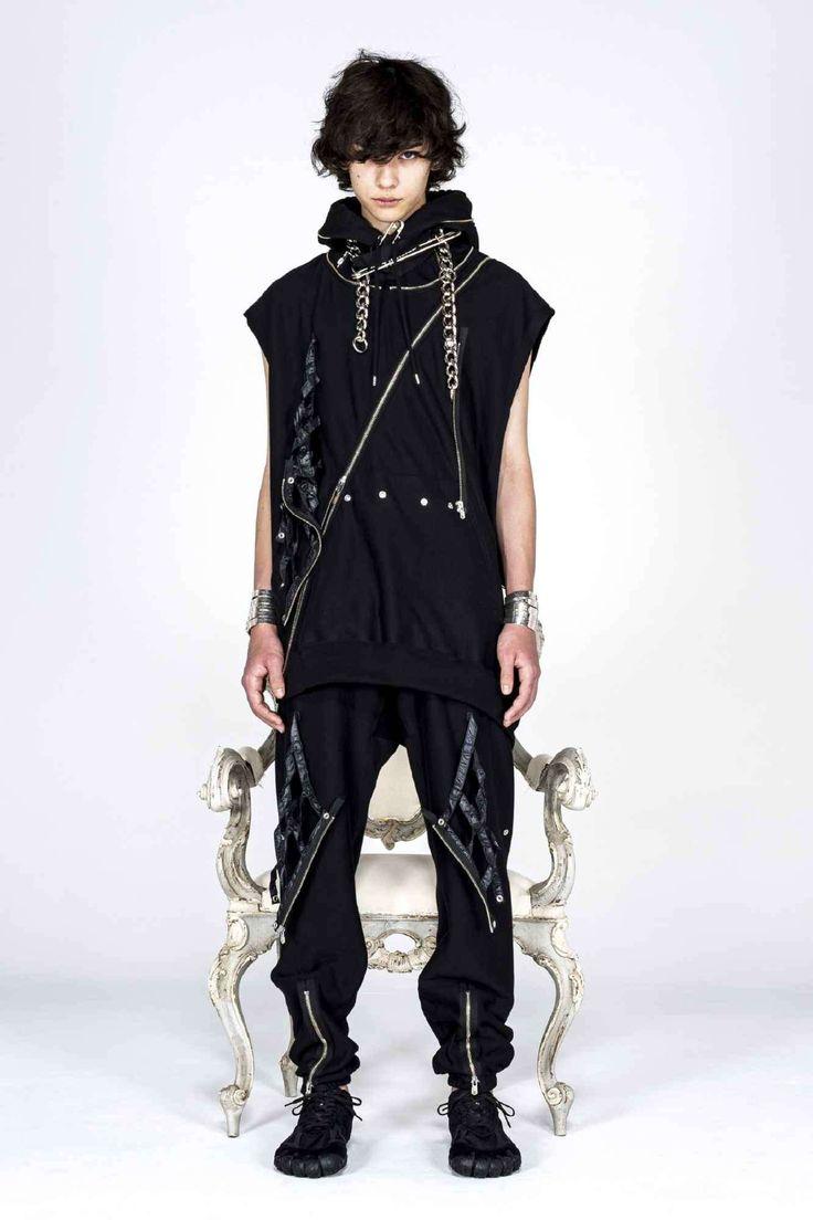 Takahiromiyashita TheSoloist. explora una estética neo-punk para su colección Fall-Winter 2021 Fashion News, Fashion Beauty, Fashion Show, Dash And Dot, The Soloist, Half Jacket, Black Dahlia, Punk, Paris