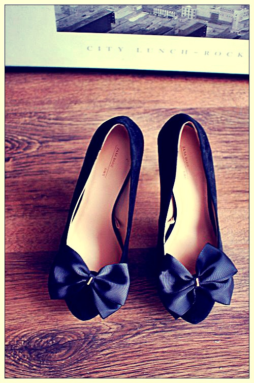 shoe clips with navy blue bows  https://www.facebook.com/coquet.art