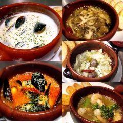 いや寒くなってきたな()/ ぐつぐつなアヒージョで温まりながらお酒と一緒に今宵も((゚艸゚))まぃぅ ムール貝の癒しん坊 ムール貝の起こりん坊 タコとキノコのレモンアヒージョ 砂ずりとキャベツのハーブアヒージョ エビとブロッコリーのアヒージョ  バゲットと共に(ω)ドゾー  アヒージョの食べ方裏メニューもありますよ() #バルトーク#大名#天神#福岡#バル#イタリアン#スペイン#立ち飲み#立飲み#酒場#ワイン#ハイボール#生ハム#お好み焼き#アヒージョ#パスタ#ピザ#女子会#貸し切り#深夜食堂 tags[福岡県]