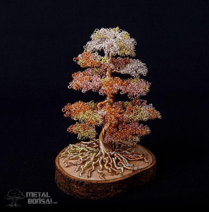 This stunning tree has been made to be special. The use of the four wire colours; antique silver, rose gold, champagne and light gold give it a nice light feel anchored down by a thick trunk. The t…
