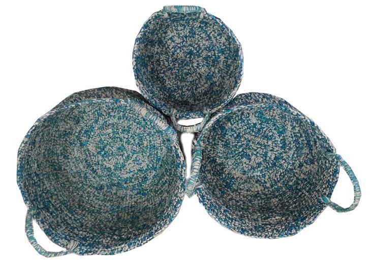 TilaVie Keranjang Anyaman Biru Kombinasi Putih (set of 3pcs) BEST SELLER  Bahan : Daun Palem Ukuran : 37cm x 37cm x 25cm ( L) 32cm x 32xm x 20cm (M) 21cm x 21xm x 17cm (S) Berat : 3kg Fungsi : Digunakan untuk menyimpan mainan anak-anak, ataupun sebagai tempat pakaian kotor agar tertata rapi.  Didesain dengan model yang sederhana namun elegant, sehingga bisa diletakkan disetiap sudut rumah dan akan menambah cantik interior ruangan.