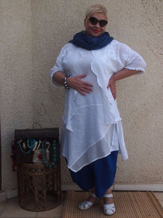 DARK BLUE WITH WHITE TUNIC AND LACE BOLERO