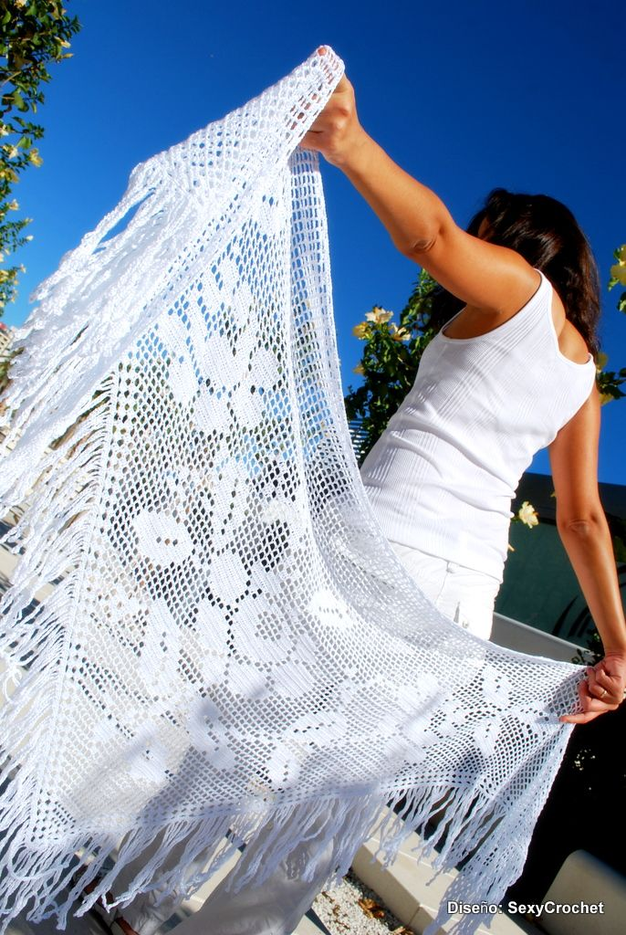 """Chal blanco """"Pixarte"""" de crochet con esquema."""
