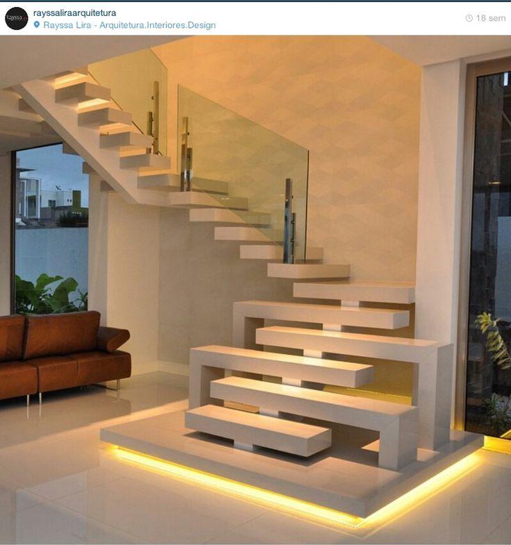 Escada com estrutura metálica revestida em stone italiano Arquiteto Rayssa Lira