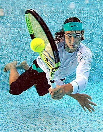 The Aero Pro Drive looks great even underwater. www.babolat.com
