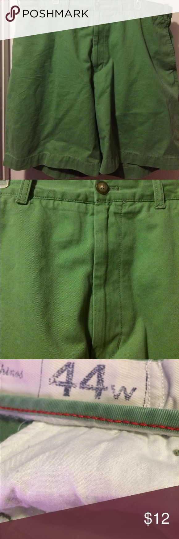 Men's Izod shorts Men's Izod shorts size 44W. The shorts are made of 100% cotton they are to be machine washed warm permanent press cycle only nonchlorine bleach when needed tumble dry medium permanent press iron medium if needed. The shorts are from a smoke free 🏡 Izod Shorts
