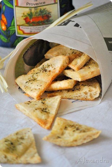 Τριγωνάκια με πίτα από σουβλάκι και μυρωδικά
