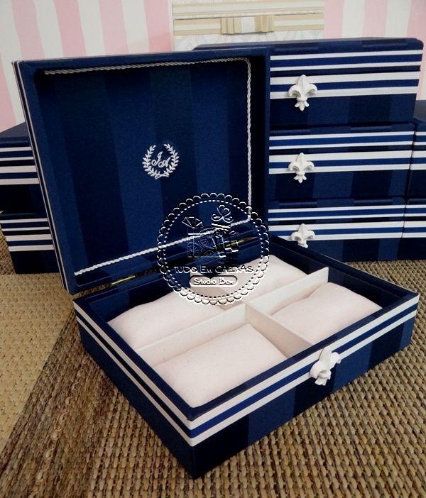 Nas postagens anteriores, mostramos as caixas para Toaletes, Pais/Avós, Damas e pajem e Alianças escolhidas por Joana, para seu casam...