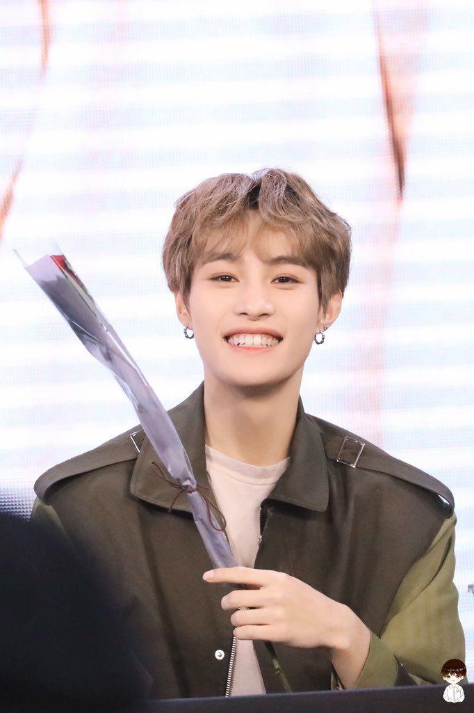 𝐋𝐈𝐊𝐄 𝐑𝐎𝐒𝐄 On In 2020 Yangyang Wayv Nct U Members Nct Dream
