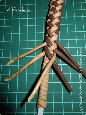 Good day to all residents and guests of the Country!  I continue to learn how to weave :)) This time I mastered this kind of woven handle.  Studied from the video of Olga Ilyakhina: https://vk.com/id22221443?z=video22221443_456239097%2Fvideos22221443%2Fpl_22221443_-2 For which many thanks to the author!  Olin pen turns elegant, thin.  If you use such a handle on the products, then often weave 2 in parallel.  And why not try to strengthen this pen from the inside?  Do not change the pattern…